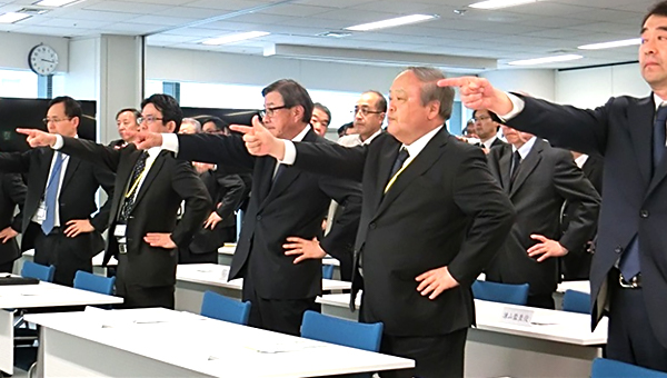 Pointing and Calling by participants at the Head Office safety pledge ceremony