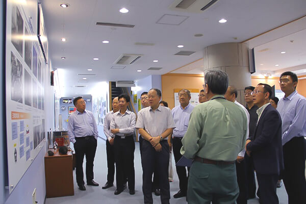 Tour of the Center by representatives of China Petroleum and Chemical Industry Federation (CPCIF)